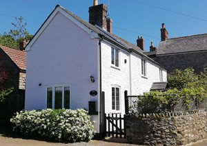 Rose Holiday Cottage in South Somerset